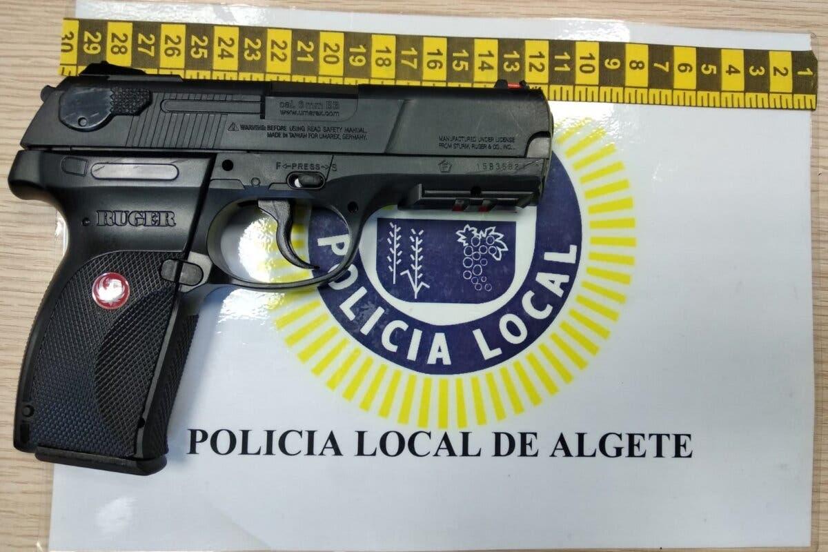 Provoca el pánico en una zona concurrida de jóvenes en Algete con una pistola airsoft