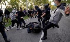 Tres detenidos y seis heridos en una protesta contra Ayuso en Vallecas