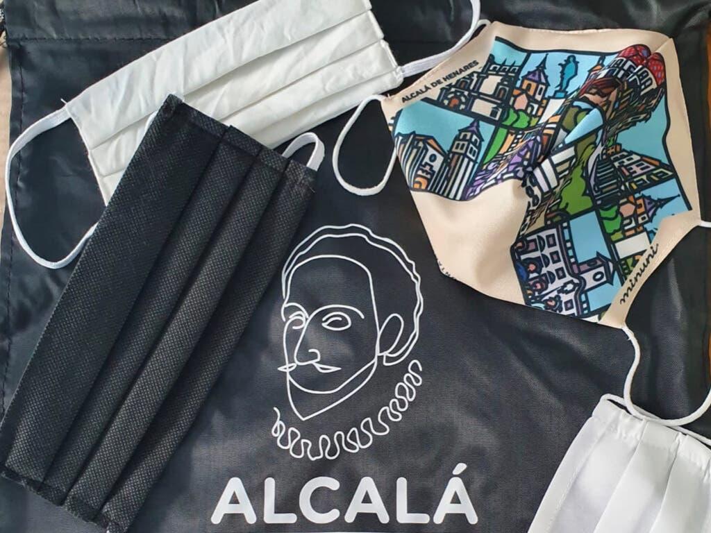Alcalá de Henares reparte mascarillas reutilizables entre los escolares de la ciudad