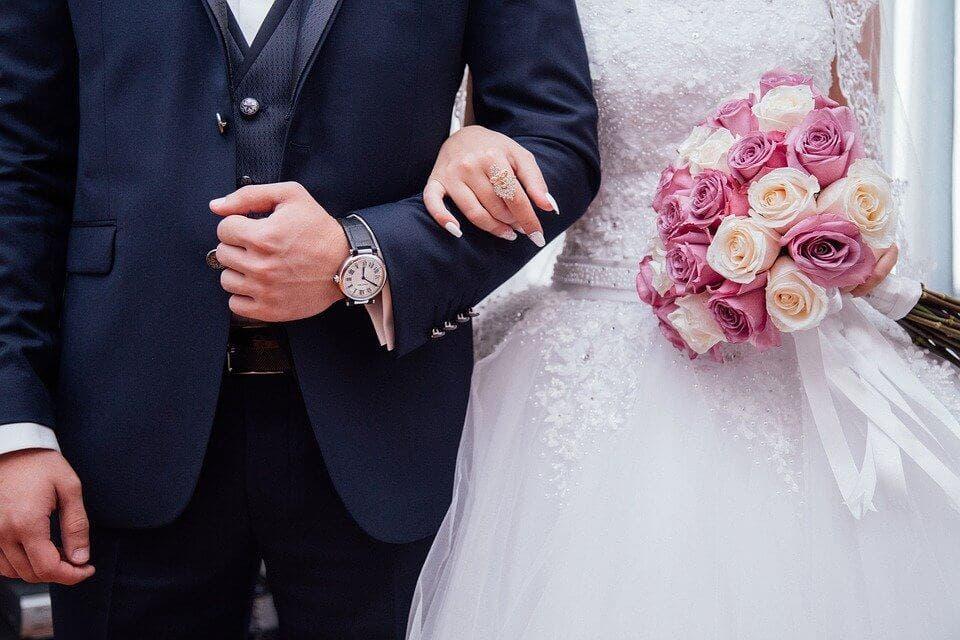 Madrid prohíbe los bailes y la barra libre de pie en bodas y comuniones