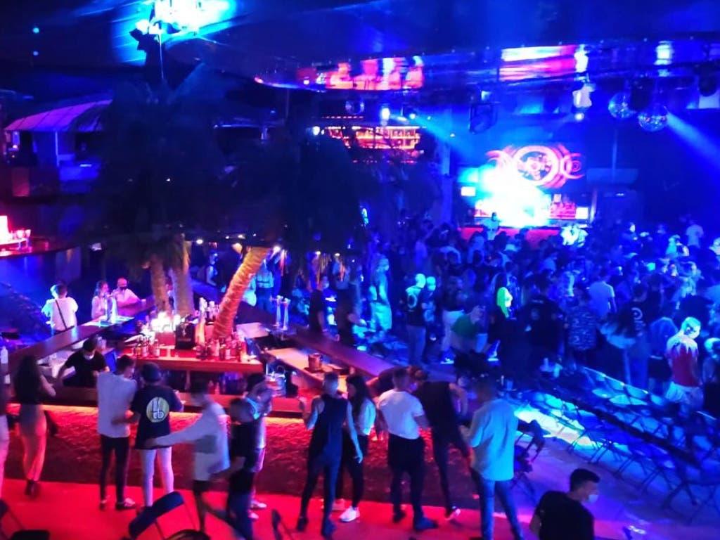 Desalojan un concierto en La Riviera con 300 personas bailando sin mascarilla