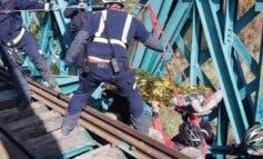 Herido un ciclista al sufrir una caída en el Puente Verde de Arganda