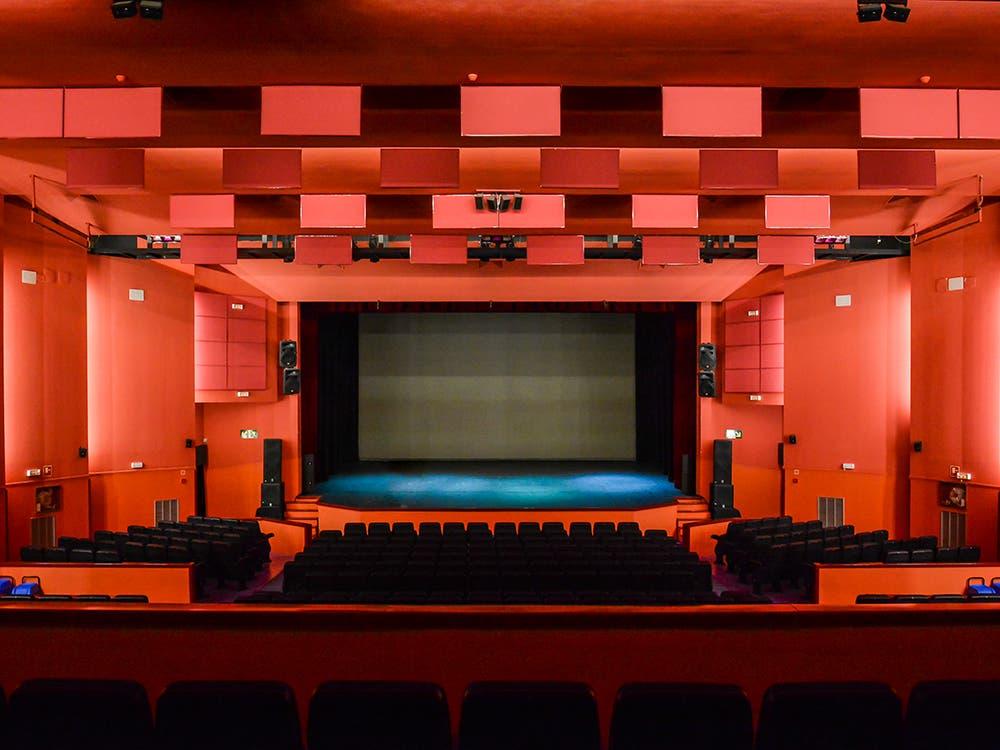 Torrejón recupera la programación del teatro y el mercadillo de los domingos