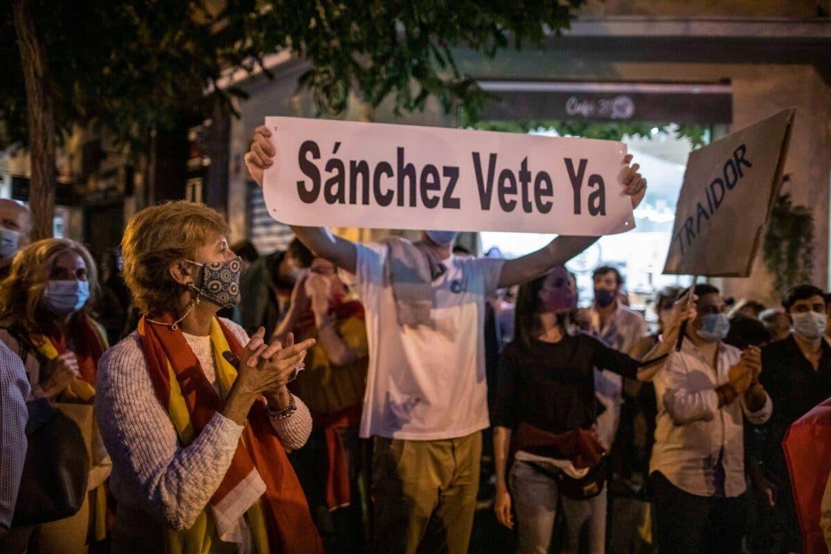Protestas en la sede del PSOE en Madrid contra el «decretazo» de Sánchez