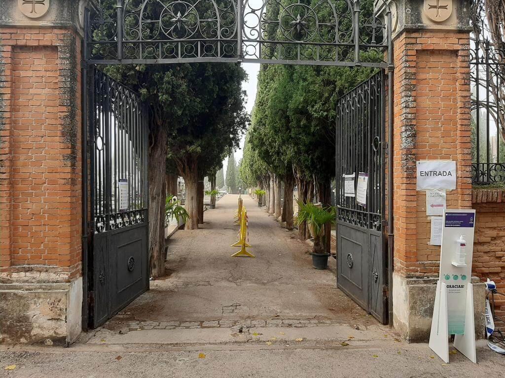 Aforo limitado y estancia máxima de 30 minutos en el cementerio de Guadalajara