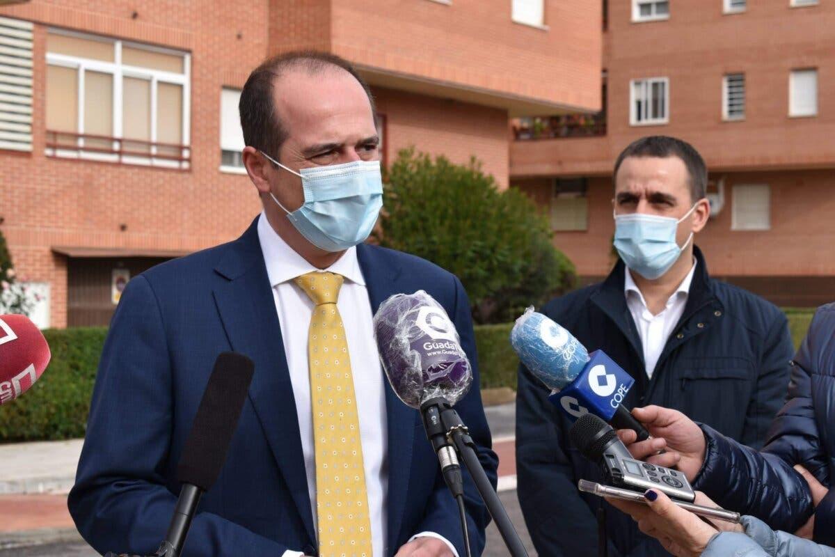 El alcalde de Guadalajara, en aislamiento tras confirmarse el positivo de un contacto estrecho