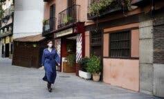 Ayuso entrega el Sello Garantía Madrid a los establecimientos que cumplen las medidas anticovid