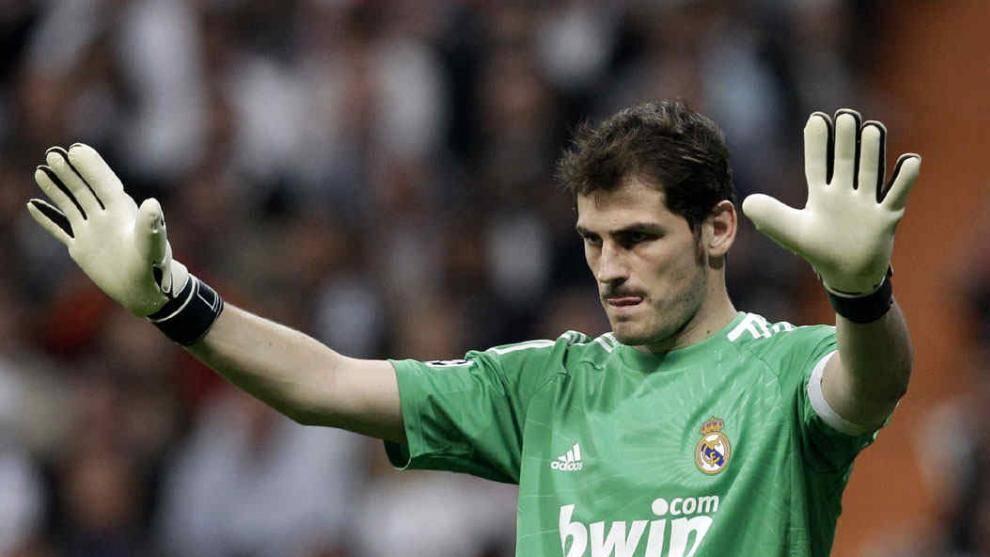 Casillas vuelve al Real Madrid después de cinco años; «Orgulloso de volver a casa»