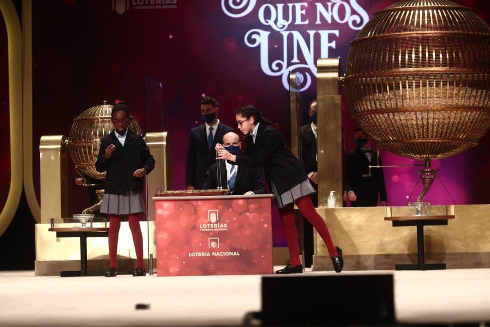 Lotería de Navidad: El 86.986 (quinto premio), vendido en Torrejón de Ardoz