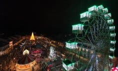 Alcalá de Henares enciende hoy la Navidad con dos grandes bolas y una noria