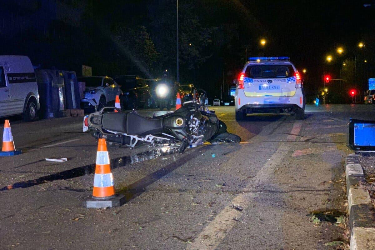 Muy grave un motorista tras chocar contra un turismo en Ciudad Lineal