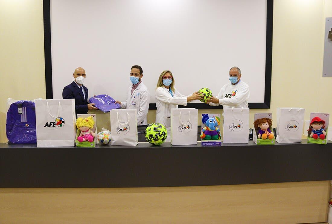 La Asociación de Futbolistas Españoles dona juguetes al hospital de Torrejón de Ardoz