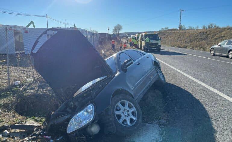 Dos heridos tras la salida de vía de un turismo en Loeches