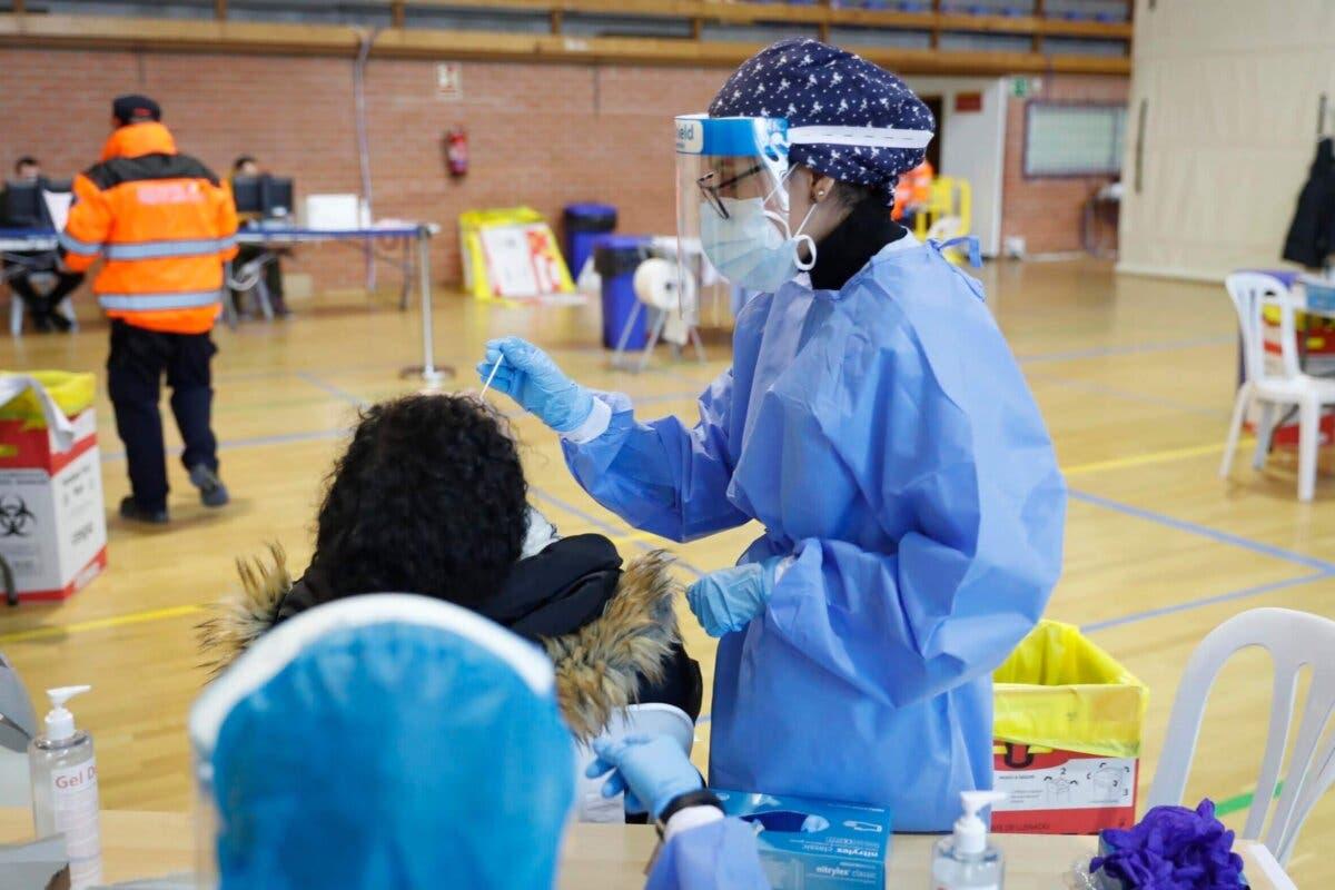 Repunta el número de positivos y fallecidos por coronavirus en España