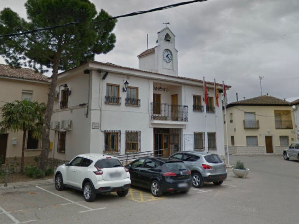Estupor en Pioz al conocerse que el detenido por 12 robos en chalés es la pareja de la teniente alcalde de Podemos