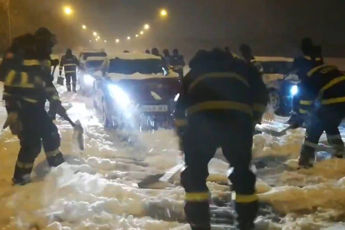 Unos 1.000 conductores rescatados durante la madrugada en Madrid con apoyo de la UME