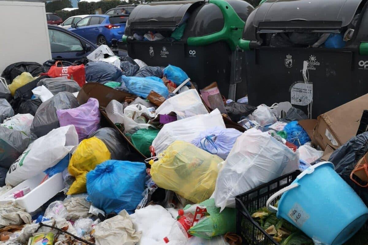 Las calles de Coslada siguen llenas de basura dos semanas después del temporal