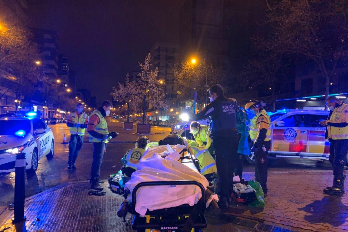 Muy grave un motorista al perder el control y salir despedido 20 metros en Madrid