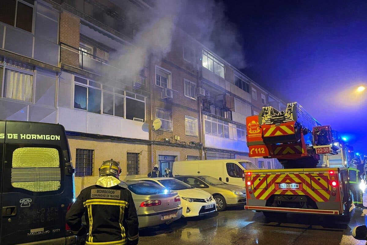 Un muerto y 21 heridos, dos graves, en un incendio en Alcalá de Henares