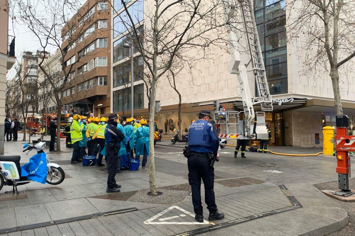 Desalojan El Corte Inglés de Serrano por incendio en su azotea