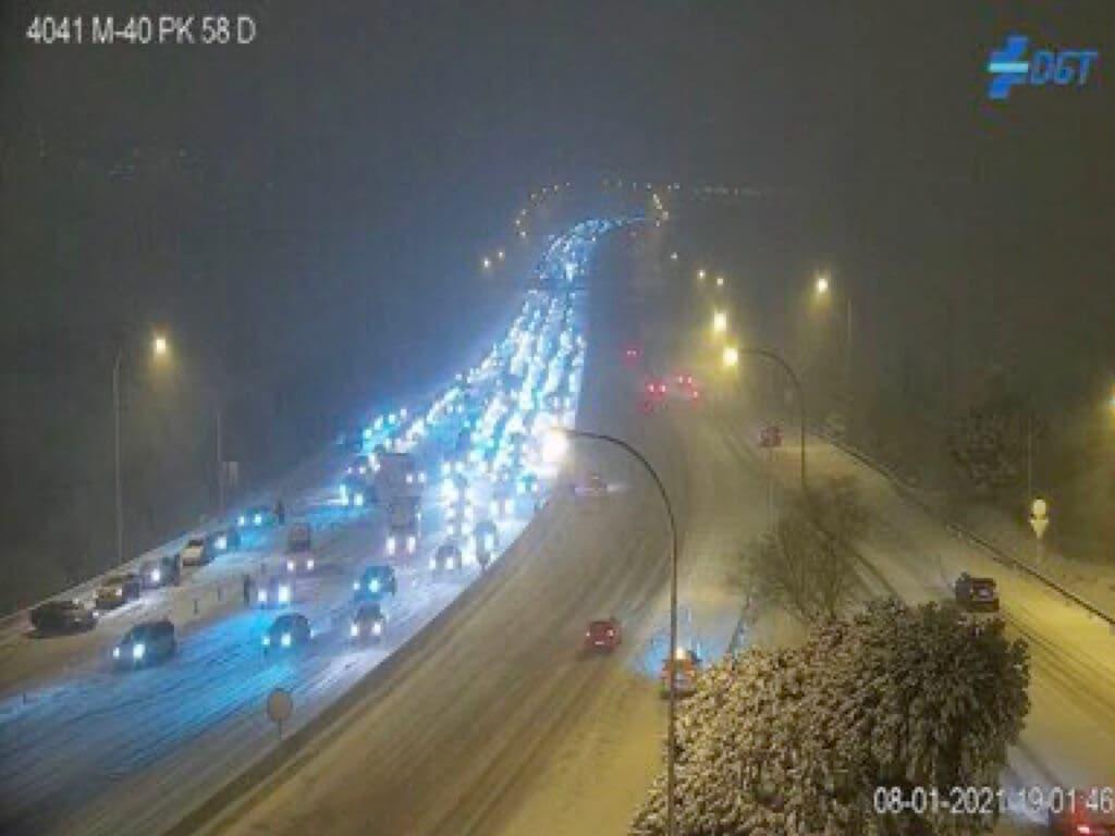 La nieve colapsa Madrid: Cortadas la M-40 y la M-30 y ha habido506 incidencias