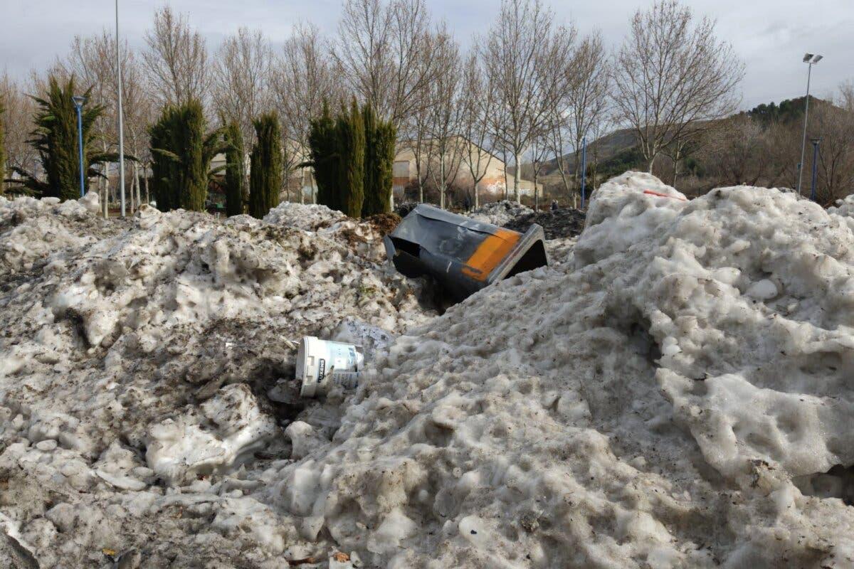 Alcalá de Henares convierte la Isla del Colegio en un «vertedero» de nieve