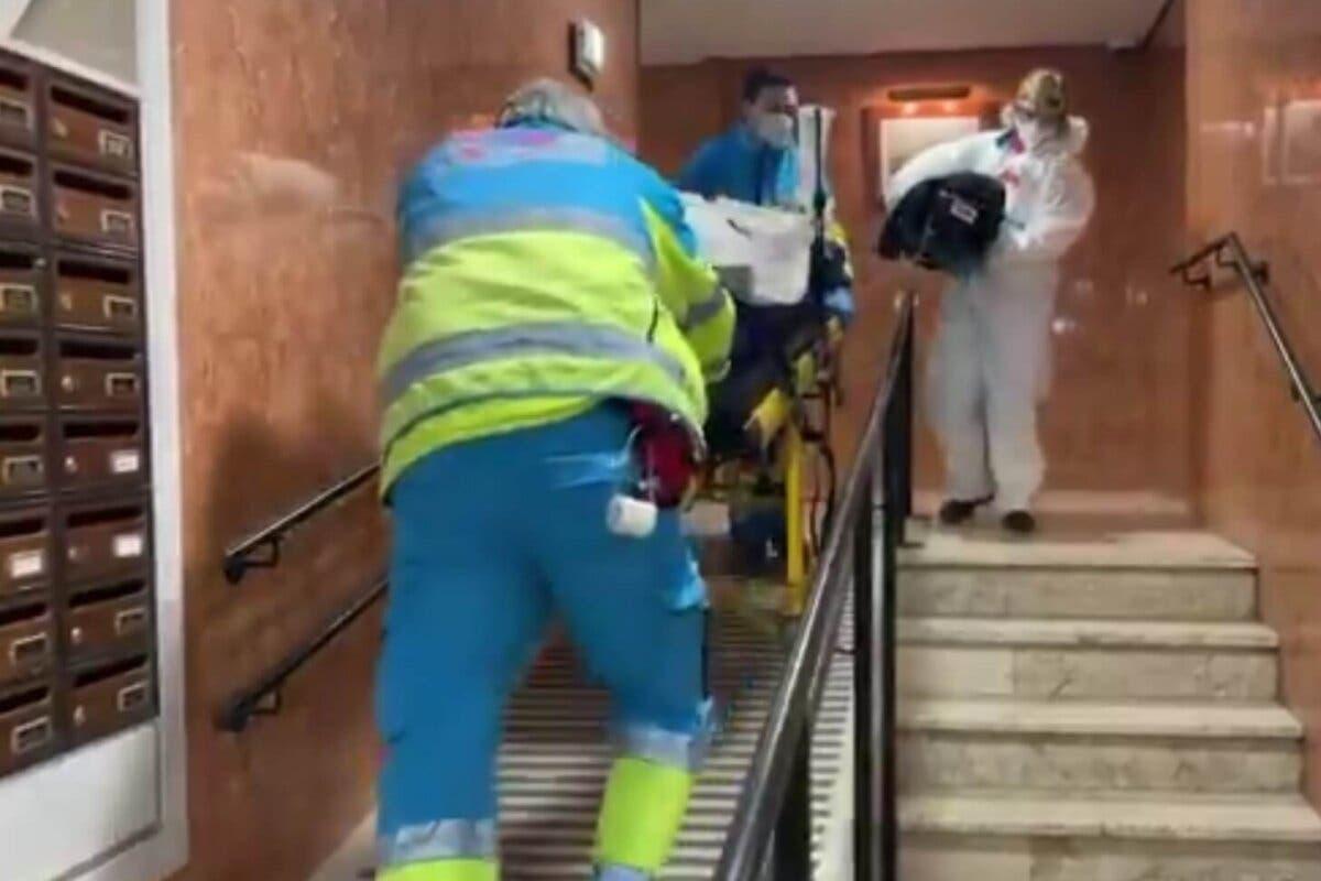Herido grave un trabajador tras cortarse en el abdomen con una radial en Barajas