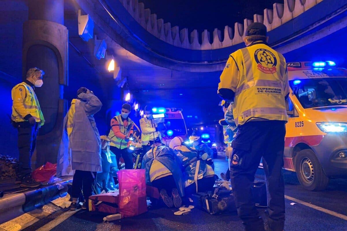 Muy graves dos jóvenes tras sufrir un accidente de moto en el túnel de María de Molina