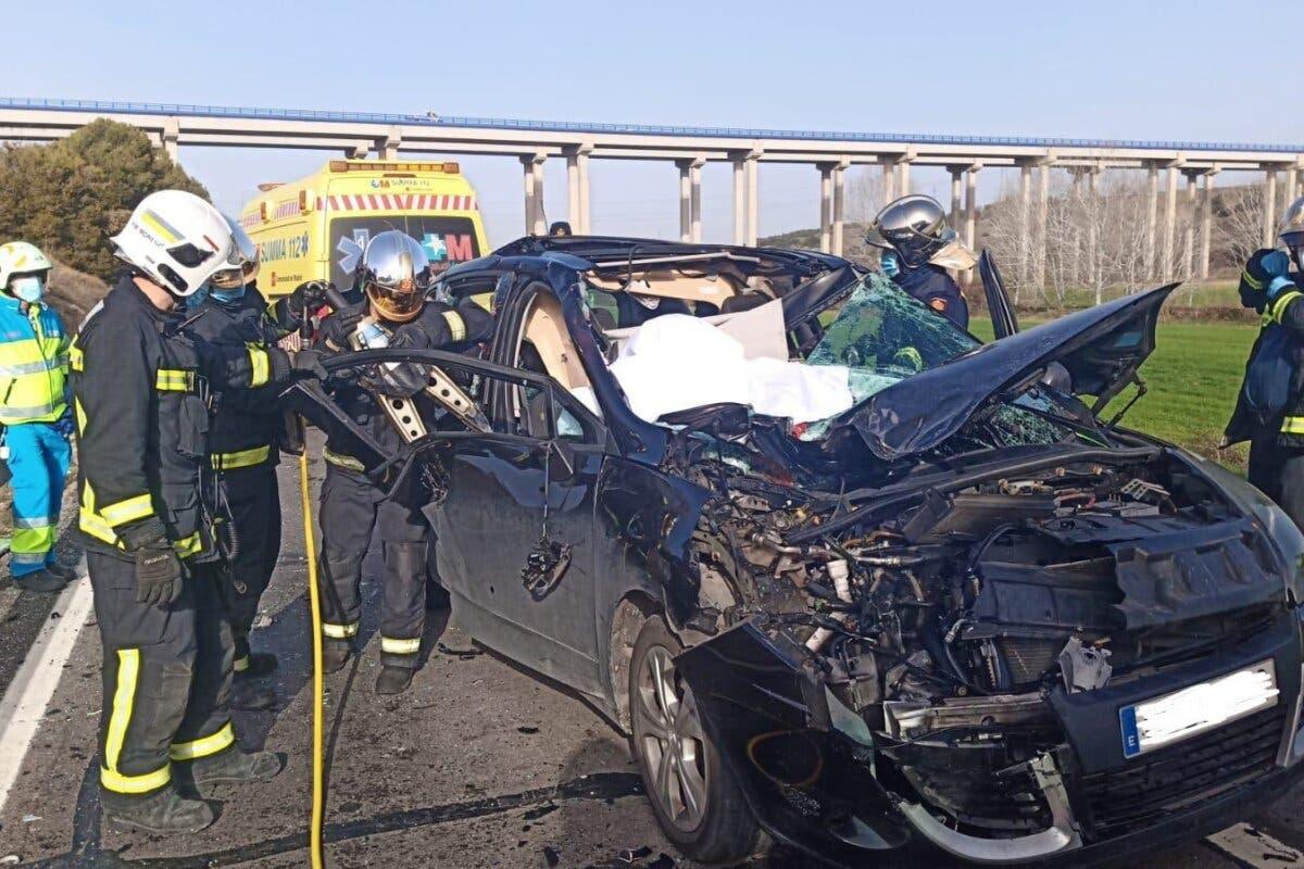 Muere un motorista de 24 años en Velilla tras empotrarse contra un coche