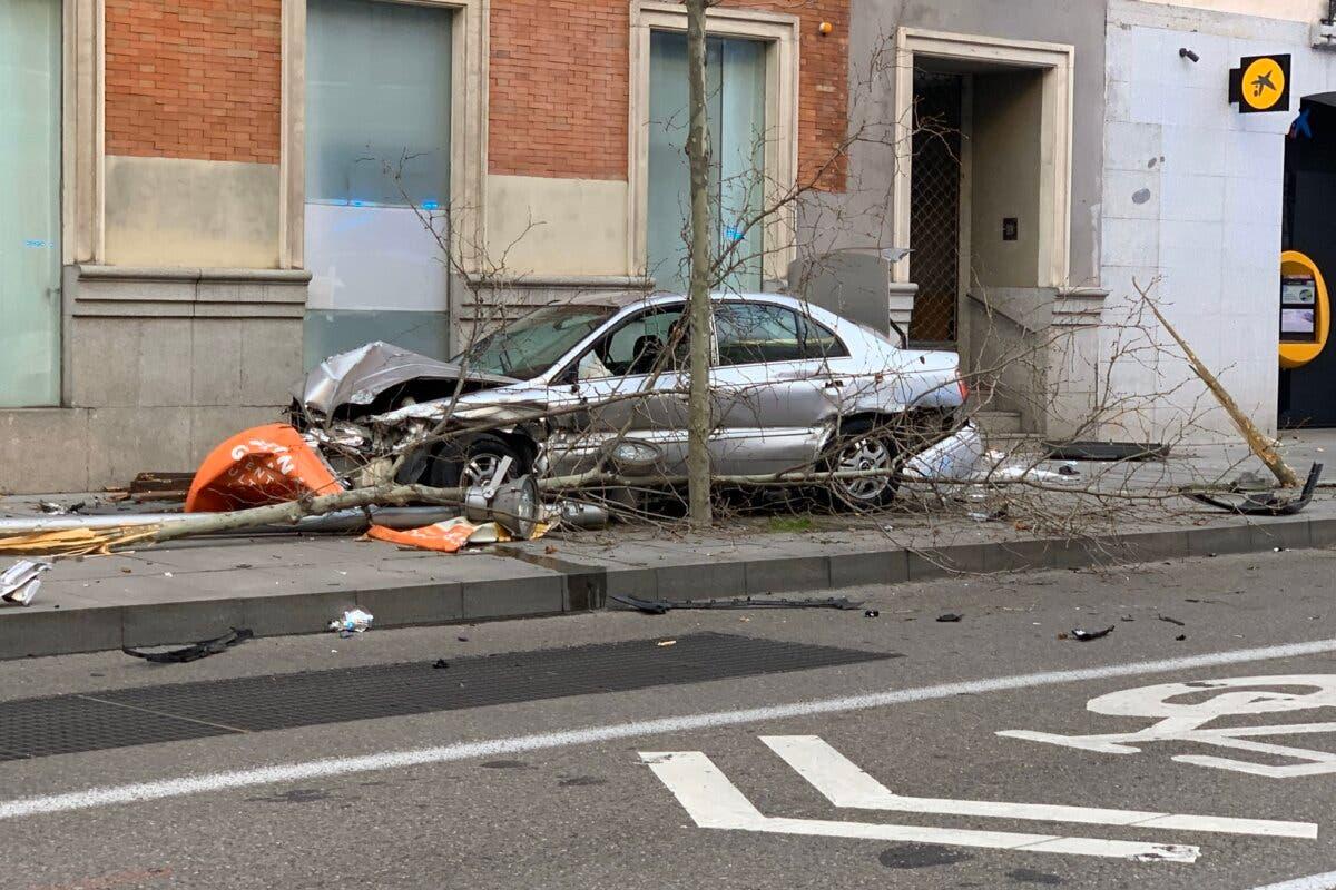 Siete heridos tras estrellarse un coche en Serrano tras una persecución policial desde Vicálvaro