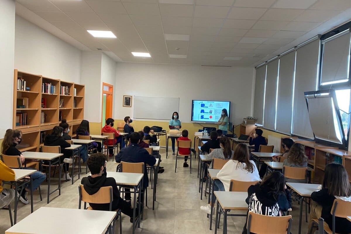 El Hospital de Torrejón enseña primeros auxilios a adolescentes de la ciudad