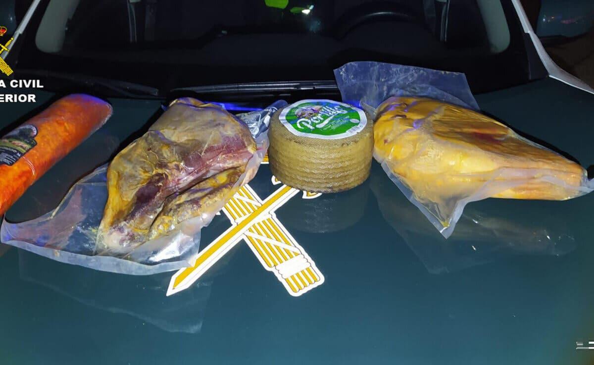 El robo de jamones, queso y lomo en la A-2 les salió caro