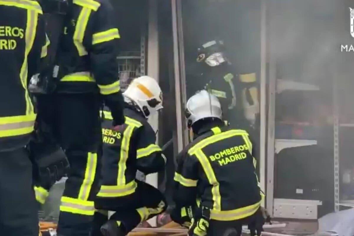 Detenidos tres menores por incendiar un bazar chino en Madrid causando daños por valor de 100.000 euros