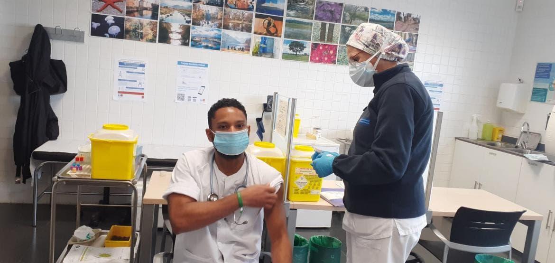 Madrid culmina la administración de primeras dosis en Atención Primaria tras recibir más vacunas