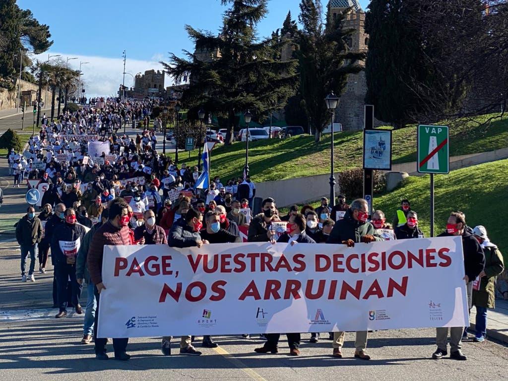 Los hosteleros de Castilla-La Mancha estallan contra Page por el cierre de sus negocios