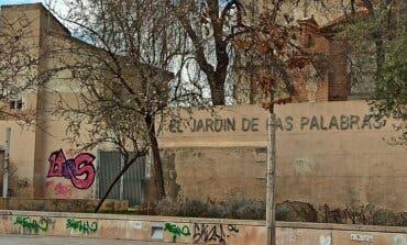 Critican la proliferación de pintadas en un espacio emblemático de Alcalá de Henares