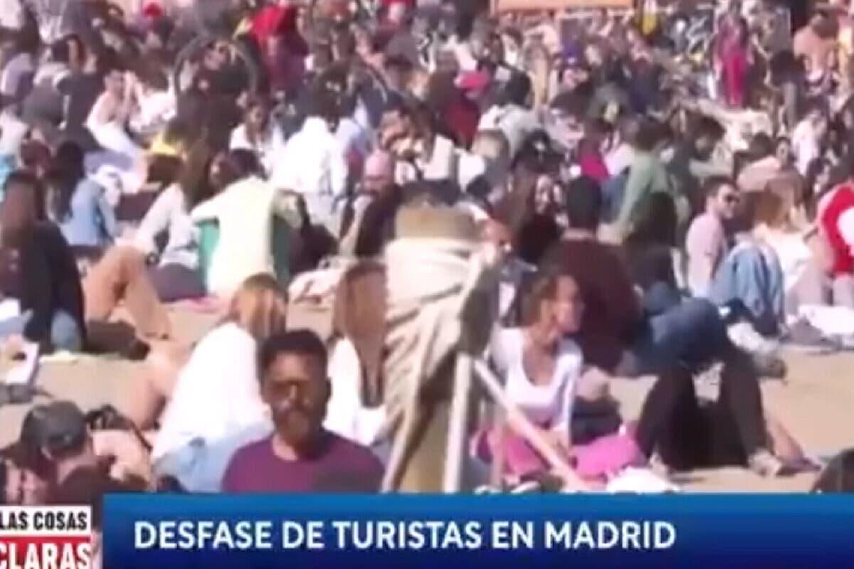TVE denuncia el «desfase de turistas en Madrd» con imágenes de una playa abarrotada en Barcelona