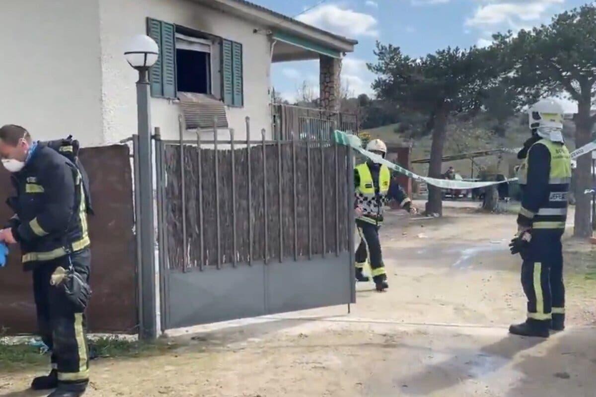 Hallan muertos a una pareja y su hija con signos de violencia tras un incendio en El Molar