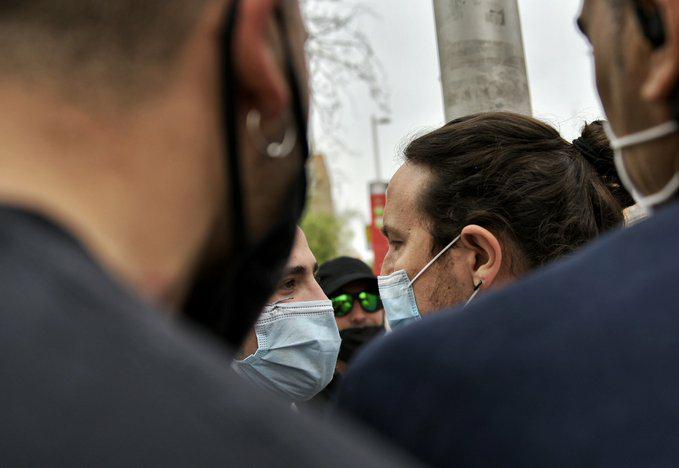 Tenso enfrentamiento entre Pablo Iglesias y unos neonazis en Coslada