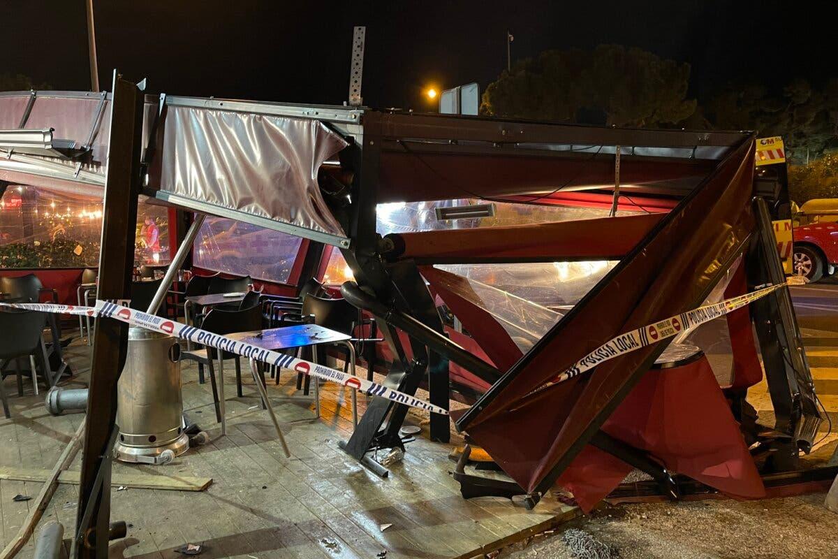 Tres heridos al empotrarse un coche contra la terraza de un restaurante en Majadahonda