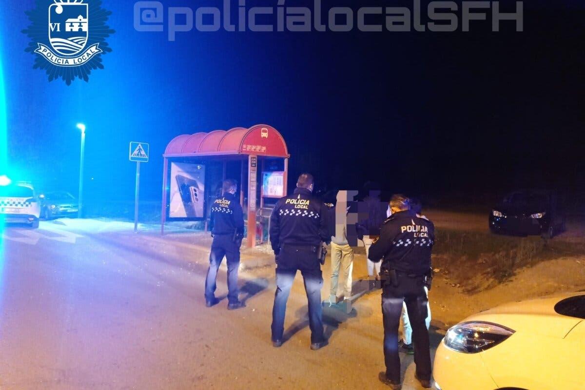 Tres menores detenidos en San Fernando de Henares por destrozar una marquesina de autobús