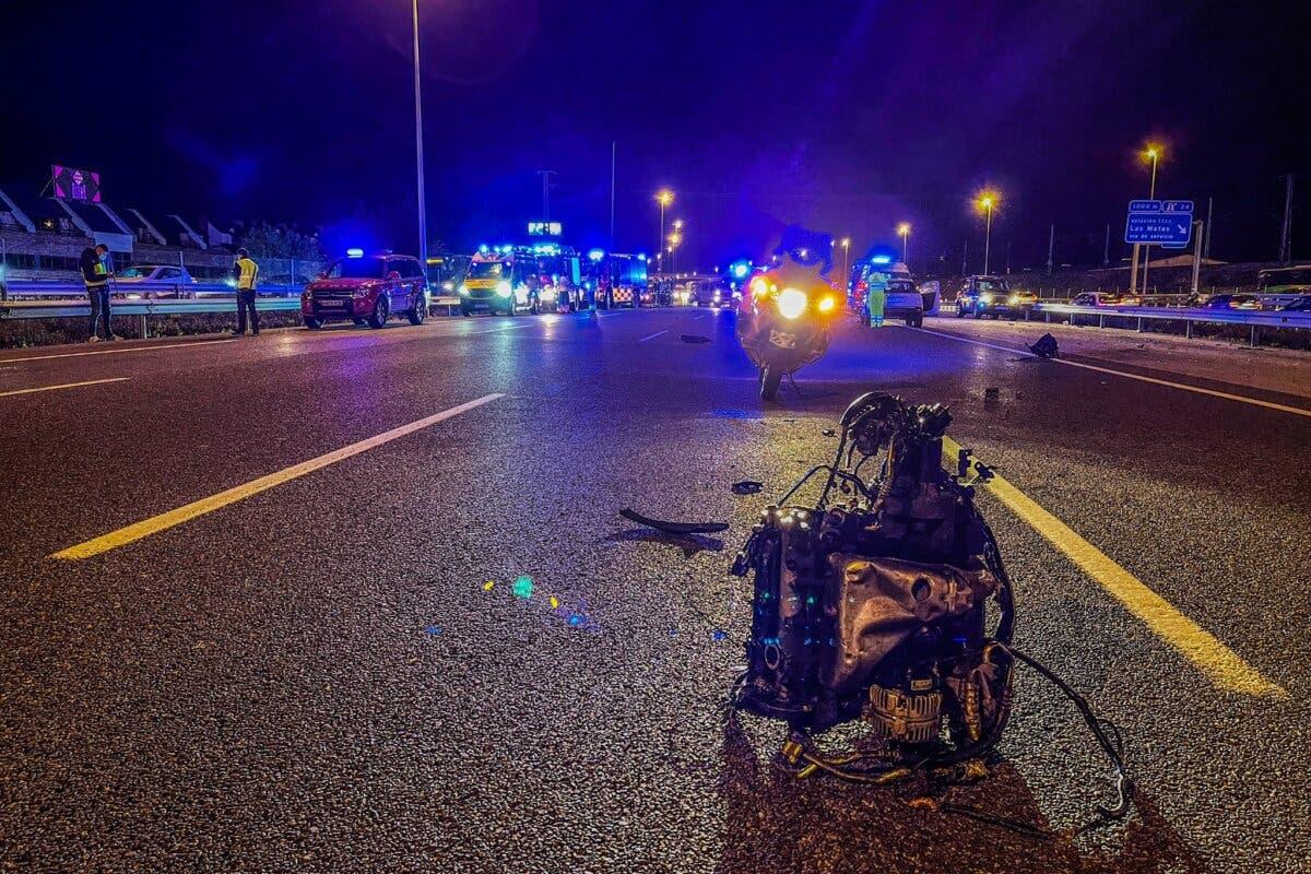 Cuatro heridos, uno muy grave, en un accidente entre tres vehículos en la A6