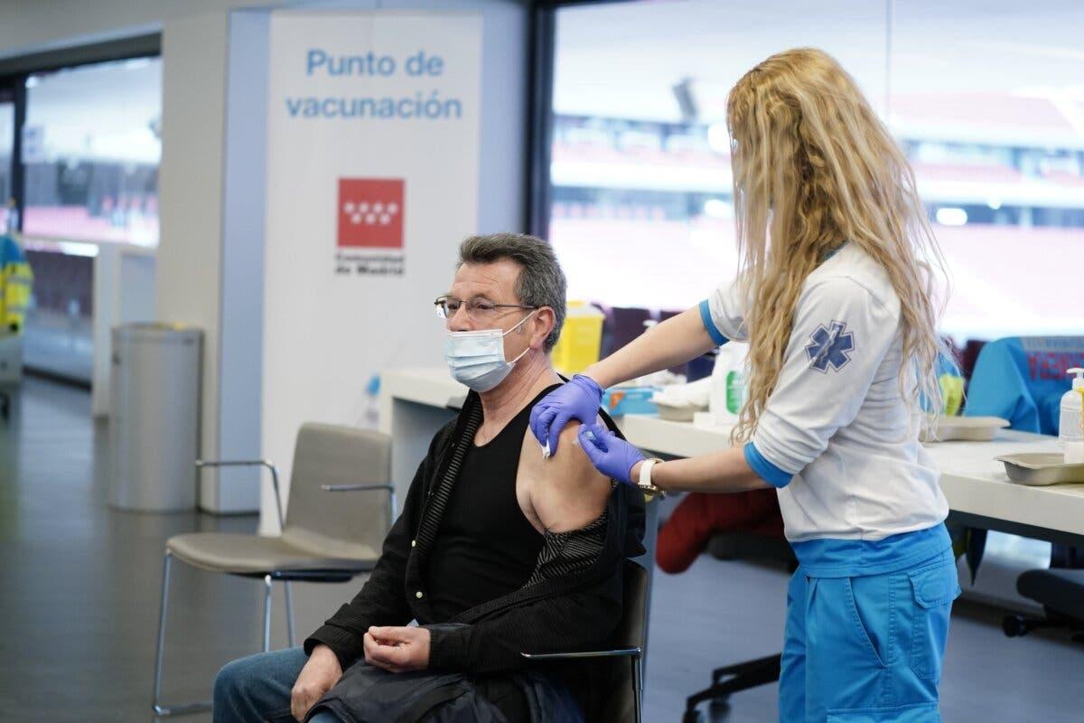 Madrid comenzará a vacunar la próxima semana a población de 77 a 79 años