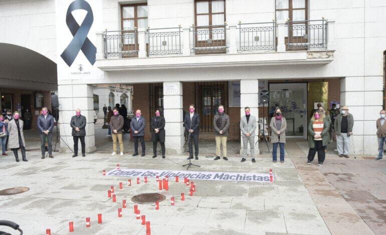 Torrejón de Ardoz guarda un minuto de silencio por el asesinato de Mari Carmen