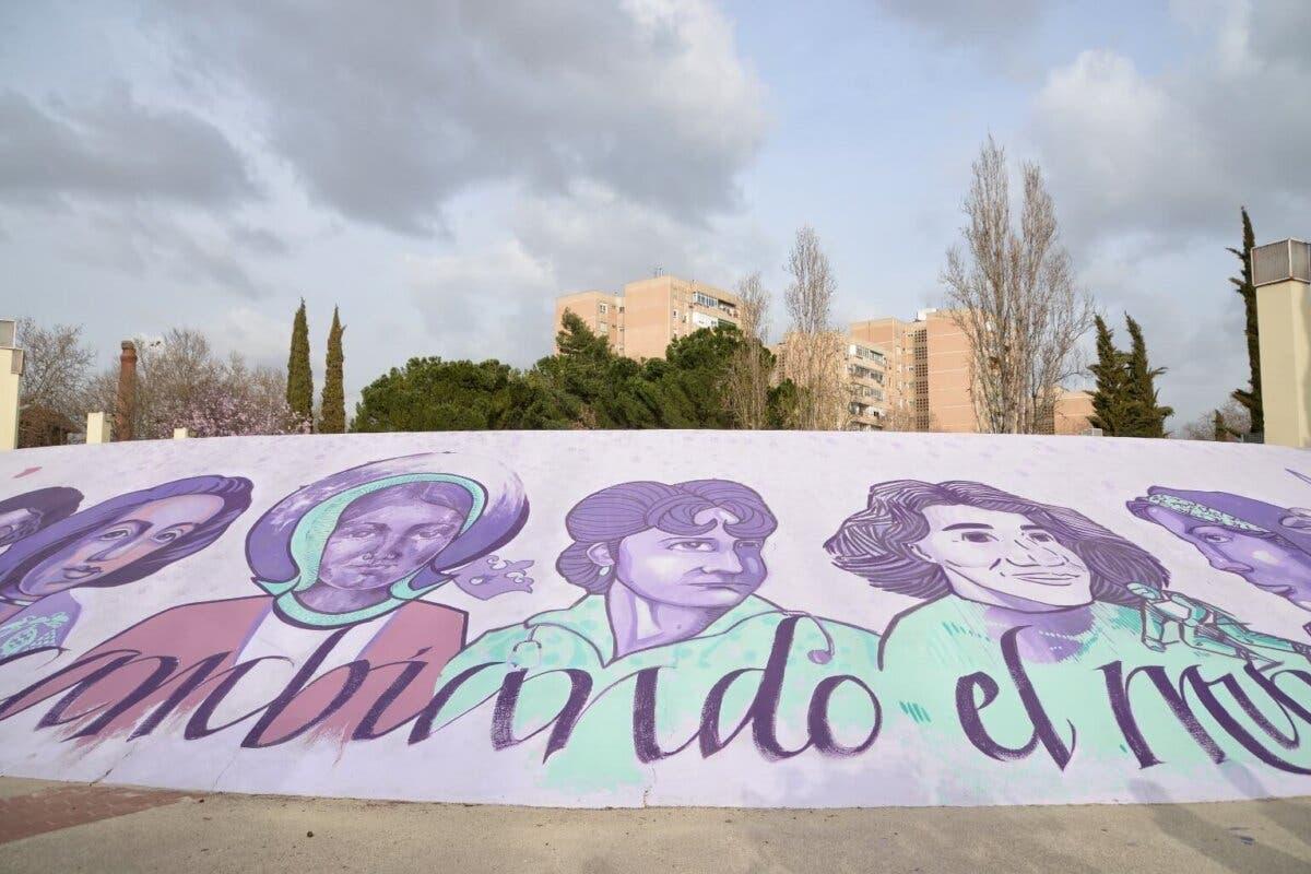 Alcalá de Henares conmemora el 8M con la pintura mural «Mujeres cambiando el mundo»