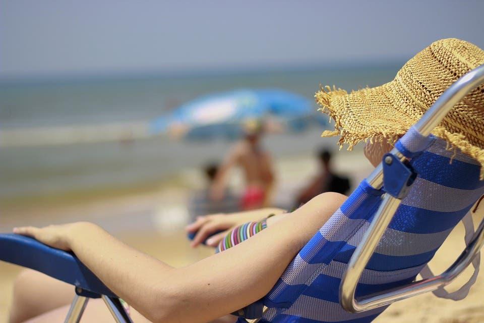 El Gobierno endurece el uso de la mascarilla: será obligatoria hasta en la playa