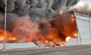 Impresionante incendio sin heridos en una nave de Seseña, junto a la A-4