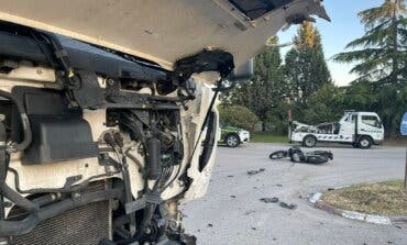 Muere un motorista en Alcalá de Henarestras chocar frontalmente contra un camión