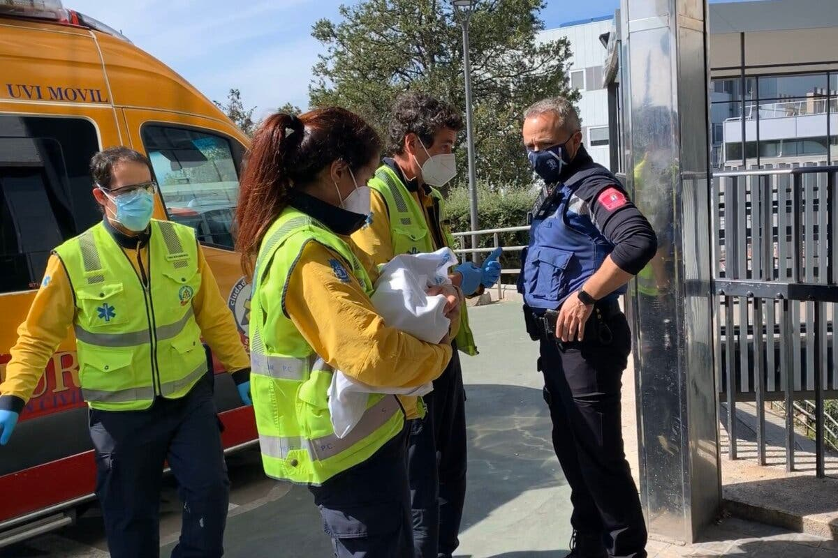 La Policía busca a los padres de la bebé abandonada en Madrid