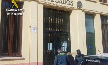 Detenida una mujer por intentar sacar 2.000 euros de un banco de Sigüenza con un DNI robado en Madrid